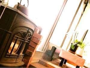 寒い日は暖炉であたたまってください