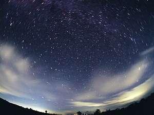 世界第3位の満天の星空!標高約1500mの天空のスターリゾートも!