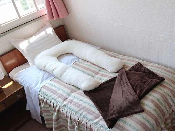 マタニティプランの特典の抱き枕と膝掛です。