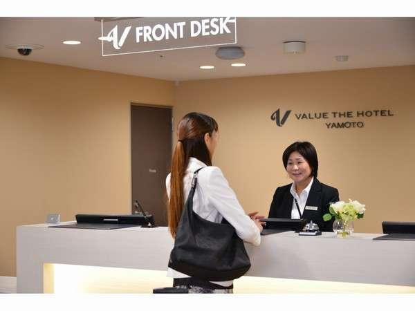 フロントスタッフの笑顔でお客様をお迎えいたします♪