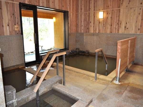 白樺林を望める大浴場(女湯)