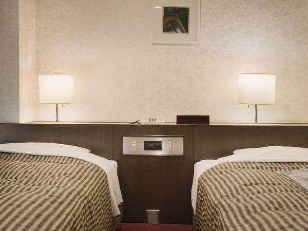 ツインルームベッドはサータ社製コイルベッドです