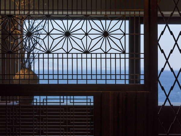 【客室イメージ】パーテーションの向こう側に見える海が旅の気分を盛り上げる