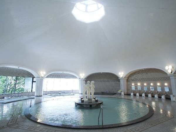 我が国随一の本格ドーム型ローマ風大浴場で、光に満ちた至福の時を、ごゆっくりお過ごし下さい。