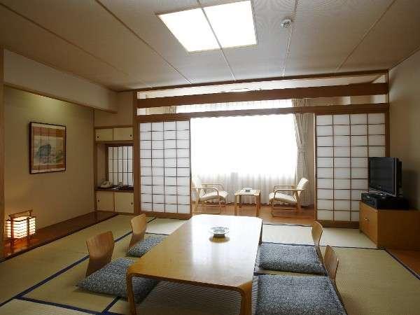 【和室10畳】広縁付きとなっております。