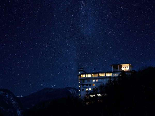 層雲峡は周囲の光が届きにくいため、満天の星を楽しめます