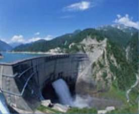 黒部ダム:人間はこのように巨大な構造物を創れるのかと感嘆してしまいます。