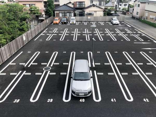 敷地内52台、第2駐車場18台 合計70台の無料駐車場がございます