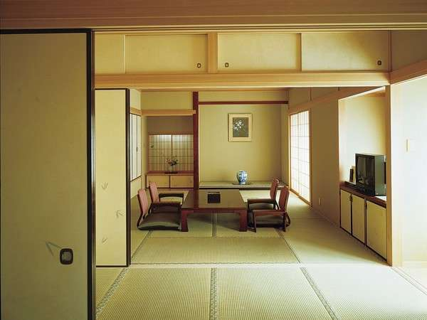『和室』畳の香りがする落ち着いた雰囲気です。ご家族・ご友人等でのご利用にどうぞ♪