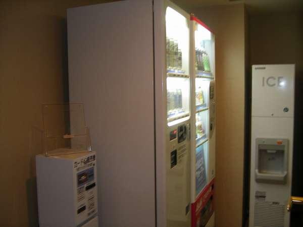 お飲み物自販機コーナーは3階~6階のエレベーター前にあります。