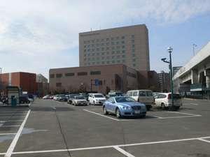 広いスペースにて駐車場をご用意しておりますので、大きな車もラクラク!