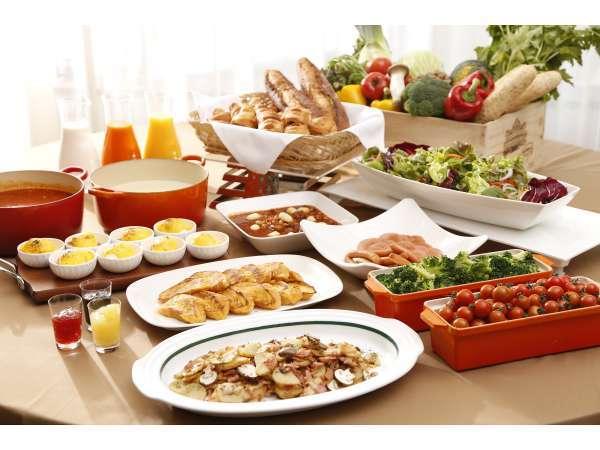 約40品の和洋こだわりメニューが並ぶ朝食バイキング