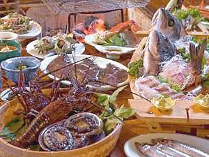 【食べる温泉宿 大漁】毎日新鮮な魚介類が食べられる大漁の魅力!天然温泉露天風呂も満喫