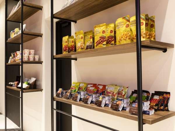 軽食やお菓子、おつまみなども販売しております。