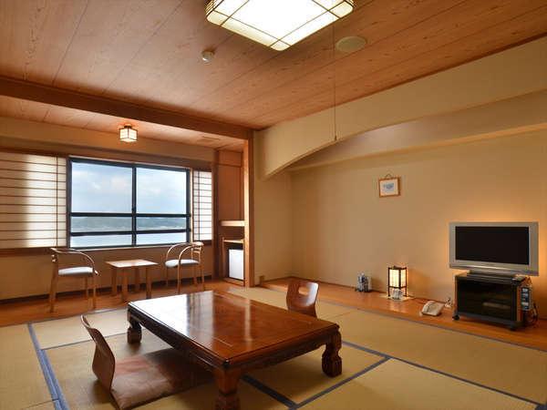 和室10畳のお部屋。ゆったりとした空間で、ゆっくりとした寛ぎの時間がお過ごし頂けます。