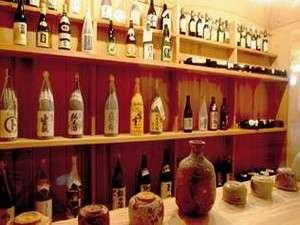 ロビー一角にある酒蔵には全国の有名酒をご準備させて頂いております。