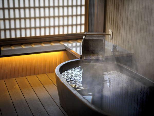 露天風呂付き客室ではお部屋でも掛け流しの温泉を存分にお楽しみいただけます。