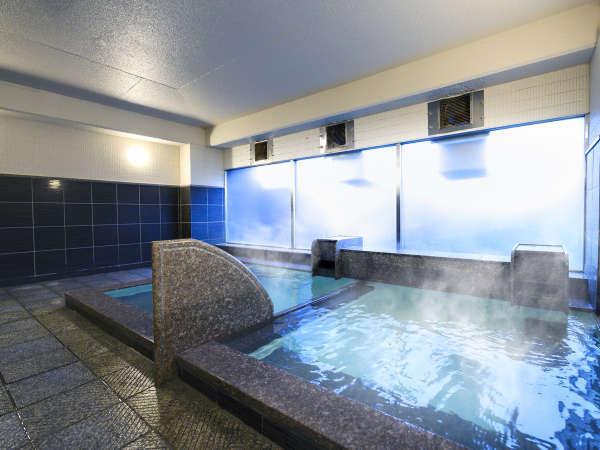 大浴場(男性)/透明で当たりのやわらかいお湯を、じっくりゆっくり楽しんでください。
