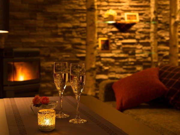 夜は雰囲気のあるラウンジでカクテルなどのお酒も楽しめます。