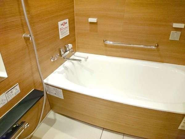 12.5畳+4.5畳+温泉内風呂付き客室の内風呂。赤ちゃんの温泉デビューにもオススメのお部屋です。