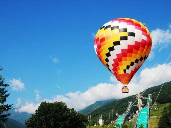北アルプスが目の前に広がる絶景が味わえる熱気球体験