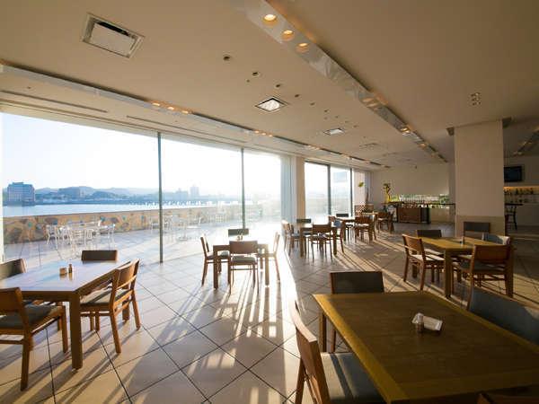 【カフェ&レストラン レインボー】清々しい朝日を浴びながら、コーヒーでもいかがですか♪