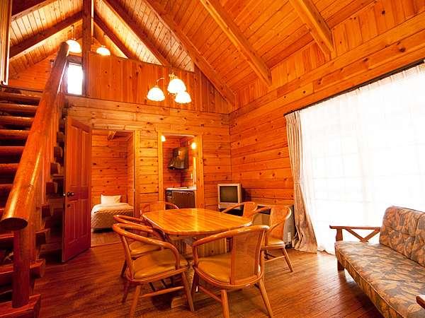 ■ロフト付きタイプのプライベートコテージ。1階にはキッチンと寝室。ロフトにも寝室がある。
