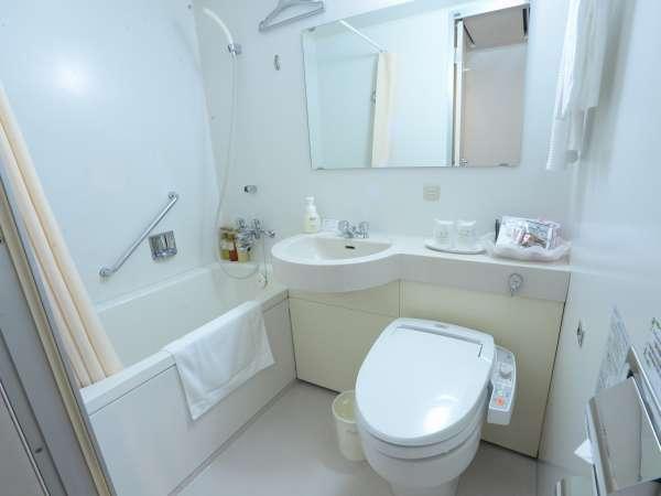 ゆっくり寛げる広めのバスルーム