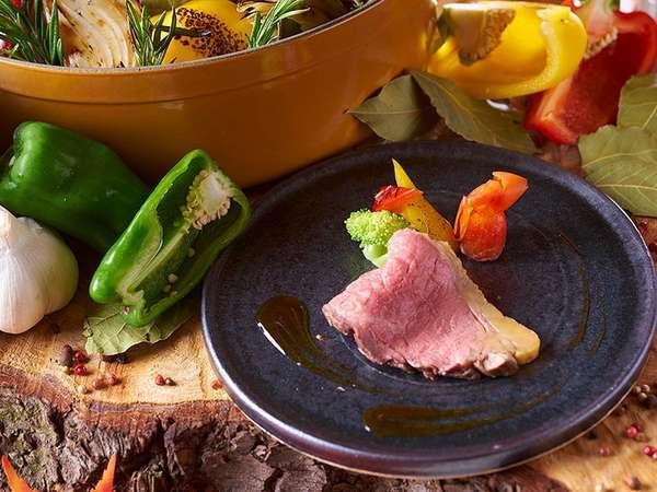 【9月~11月夕食バイキング】牛肉の香草オーブン焼き 和風シャリアピンソースが登場します(イメージ写真)