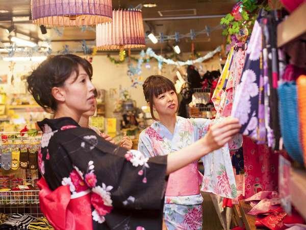 """外歩きが出来る """"色浴衣""""で、城崎温泉外湯めぐりを楽しもう!※レンタル(有料)"""