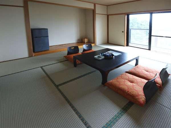 ≪和室10畳≫お部屋からは海を望めます☆