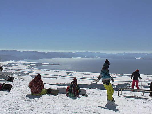 猪苗代湖を一望のスキー場でスノボ&スキーを♪