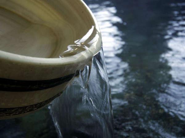 *湯量豊富な源泉100%かけ流しの湯。