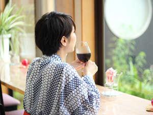 【木漏れ日のテーブル】夏は名物の水出しアイスコーヒーを♪