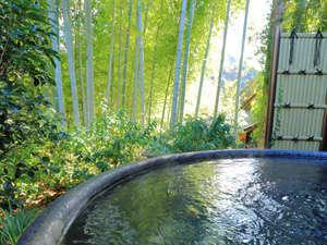 【帰天の湯】竹林に囲まれた露天風呂。3種類のお風呂は、夕食後から24時まで無料貸切風呂となります。