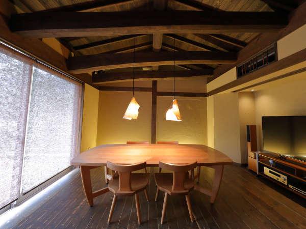 【離れかぐや】入口をくぐった先には、かぐや専用のお食事処。竹取の翁の家をイメージした造りです。