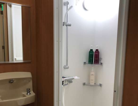 シャワー室