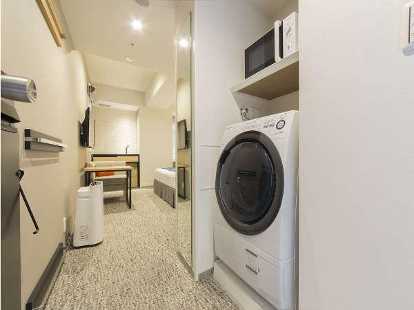 全室に洗濯乾燥機と電子レンジを備え付けております