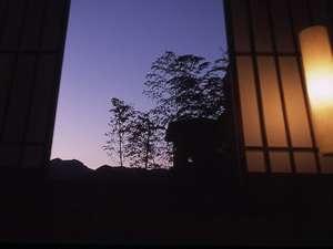四季折々の景色を楽しめる窓からの眺め