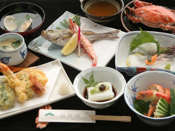 旬の食材を使用した割烹会席料理に蟹付(一例)