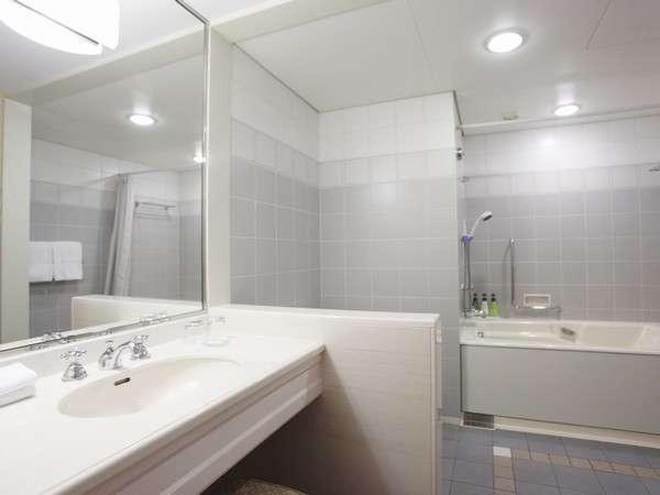 【お風呂】広々とお使い頂けるデラックスハーバービューのバスルーム