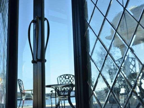 優雅に海を眺めながらコーヒータイムはいかがでしょうか。