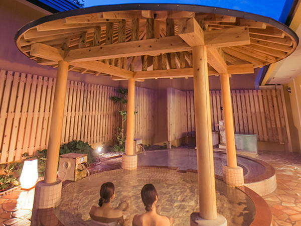 田沢湖レイクリゾートの魅力はなんといってもお肌と体にやさしい極上の泉質。弱アルカリ性高温泉です。