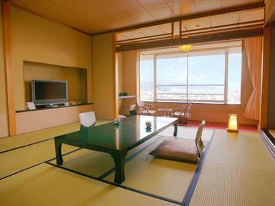 【絶景が楽しめるお部屋】『富士山ビューと絶景夜景№1』のお部屋は景色も広さもバツグン!