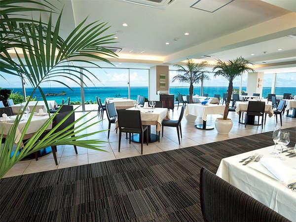 【レストランハピナ】座席数40席。大きな窓に囲まれた開放感のあるレストラン。