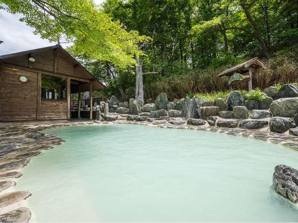 【鬼面の湯】ブナの原生林を眺めながら浸かる贅沢空間