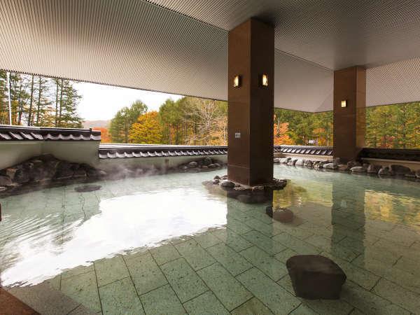 四季折々の景色を眺められる露天風呂。