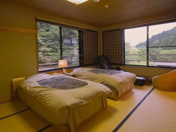 和風ベッドルーム 池・お庭に面したお部屋です。約10畳