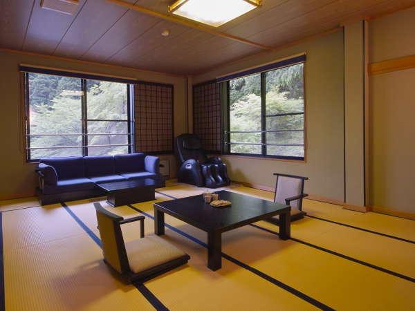 和室タイプB 山側のお部屋です。約12畳