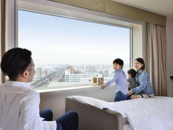 【全客室対象】開放感あふれる大きな窓(※内装は客室により異なります)